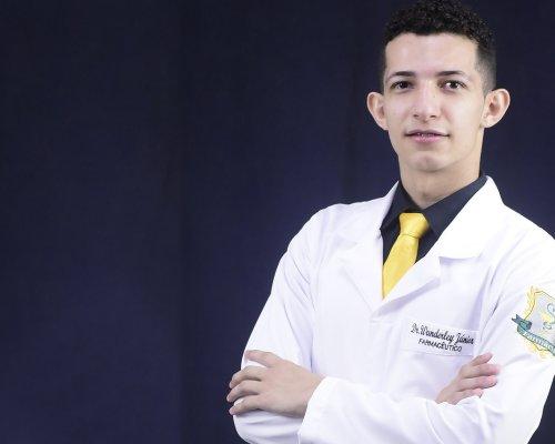 Acadêmico de farmácia tem estudo sobre conhecimento interações alimento-medicamento publicado em revista científica